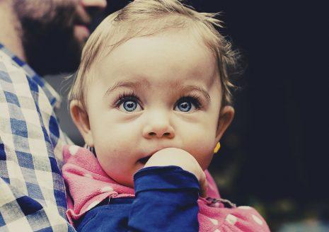 930c97f6e أسباب وعلاج طول وقصر النظر والحول عند الأطفال والمواليد