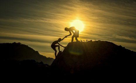 تفسير حلم رؤية الصعود الهبوط من الجبل في المنام