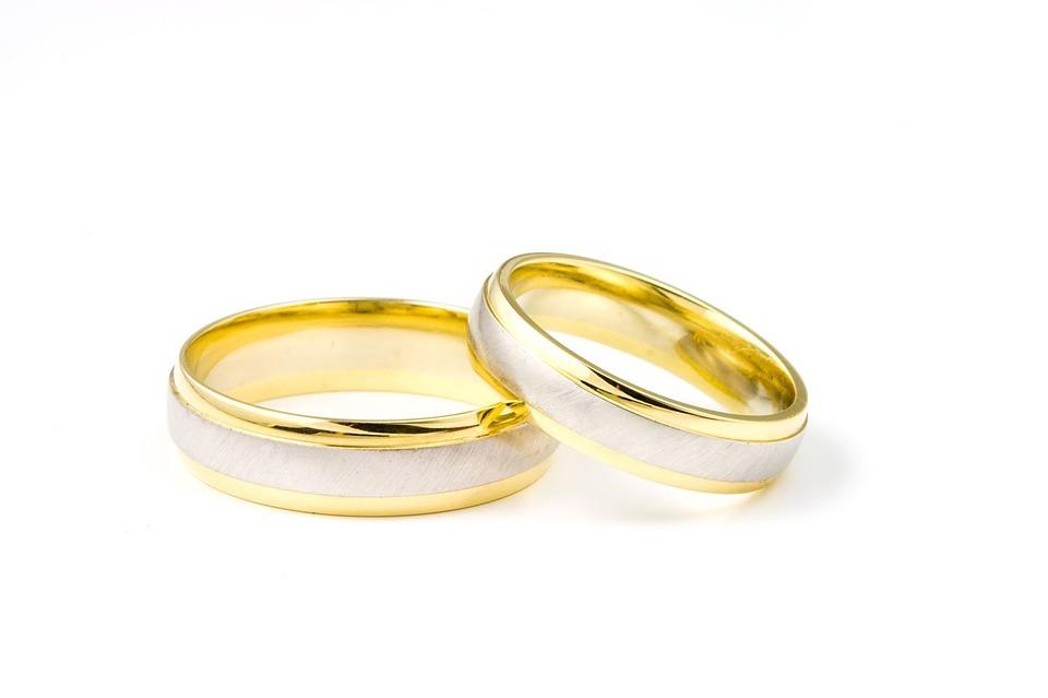 تفسير حلم رؤية خاتم الذهب في المنام لابن سيرين