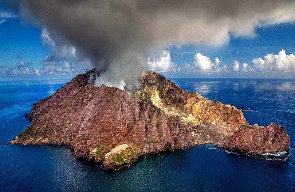 تفسير حلم رؤية البركان ينفجر في المنام لابن سيرين