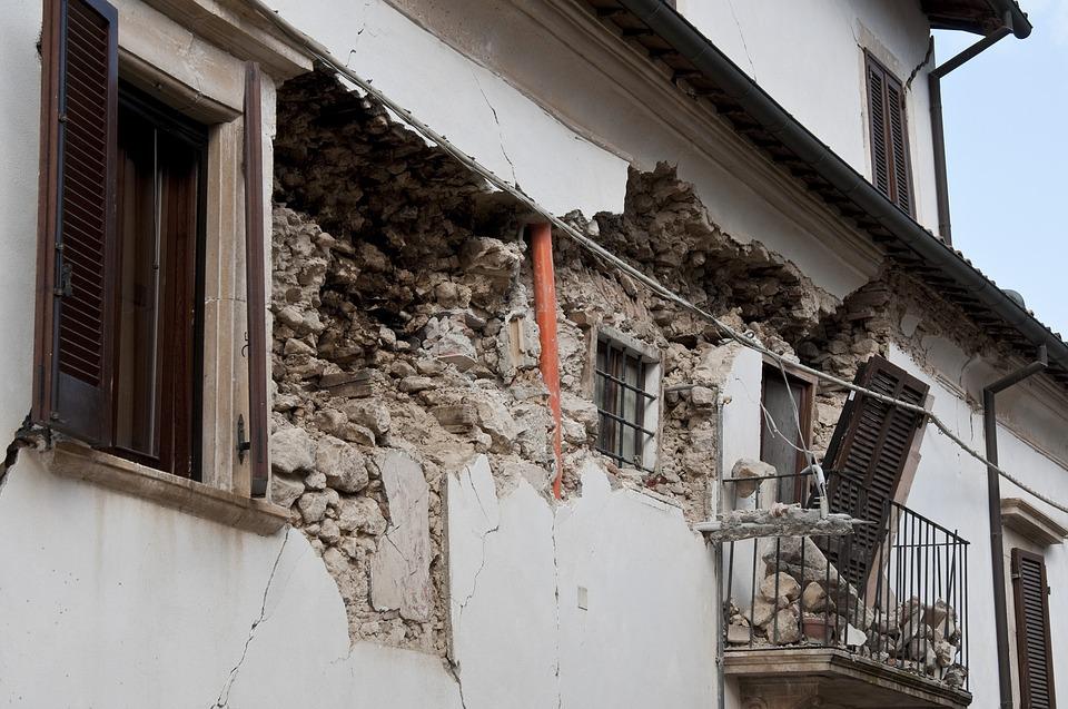 تفسير حلم الزلازل أو رؤية الزلزال في المنام ابن سيرين
