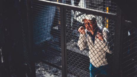 تفسير حلم رؤية السجن دخوله أو خروجه في المنام