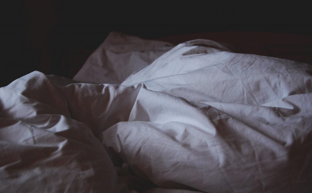 تفسير حلم السرير ومعنى رؤية السرير في المنام لابن سيرين