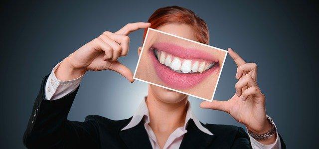 تفسير الأسنان في المنام  رؤية أسنان الذهب والفضة في الحلم